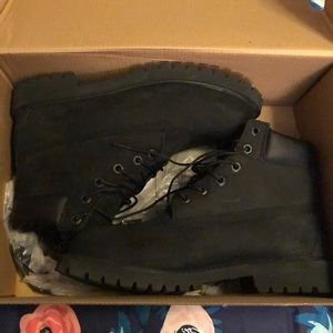 Black timberlands boots !!